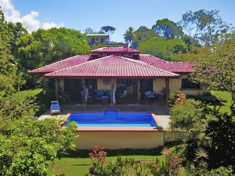 - 4 Bedroom Duplex with only 15 minutes to the Beach