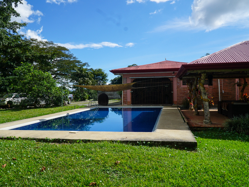 - Traditional Single Level Home with Guest House and Pool in Perez Zeledon