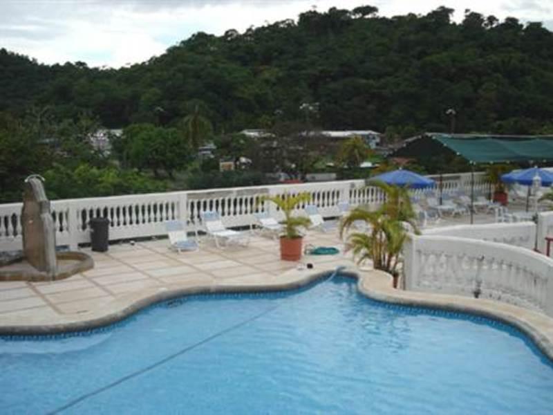 - High Occupancy Quepos Hotel