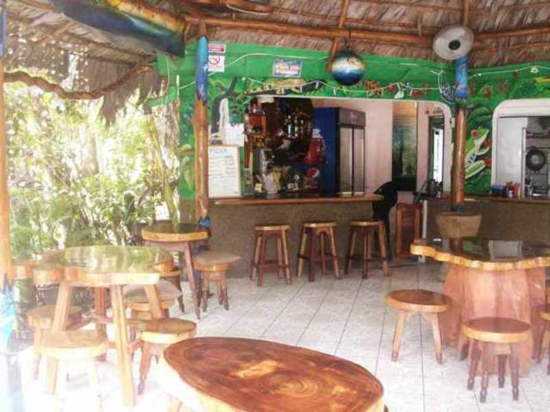 La Cabina Bar : Id. 4828 beachfront home cabinas and restaurant bar offered at