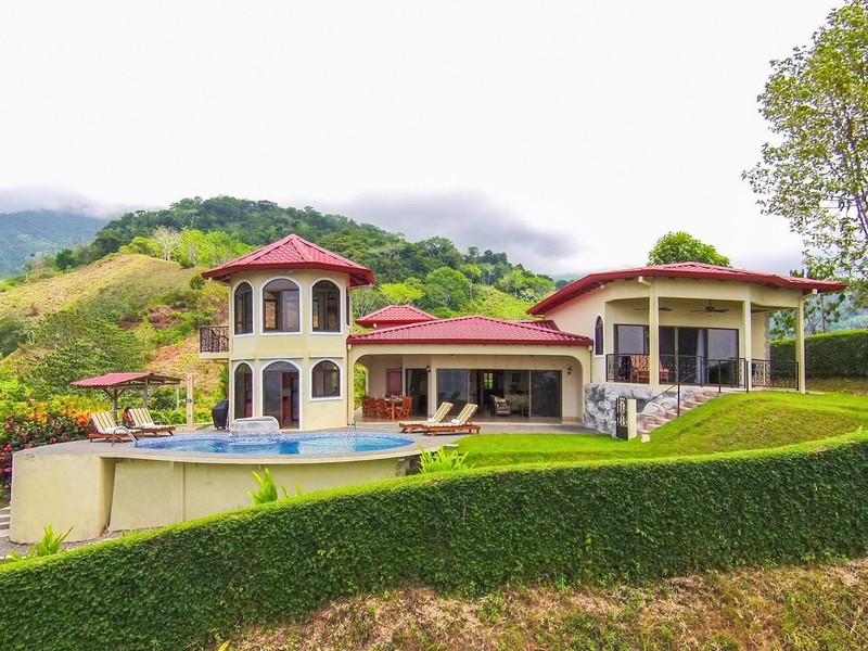 Deluxe 4 Bedroom House With Panoramic Views - Offered at ...