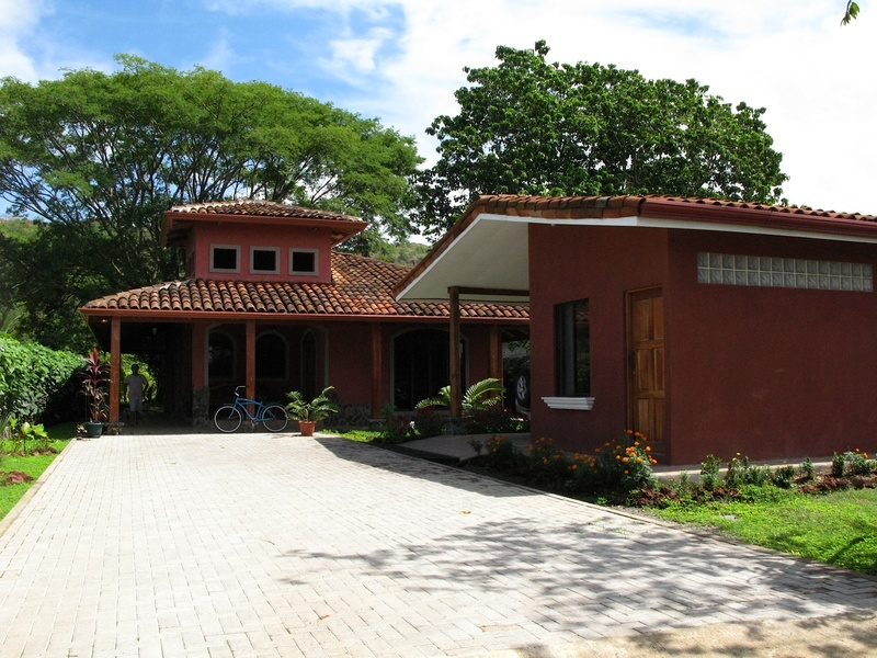 - Home with Guest House and Big Yard