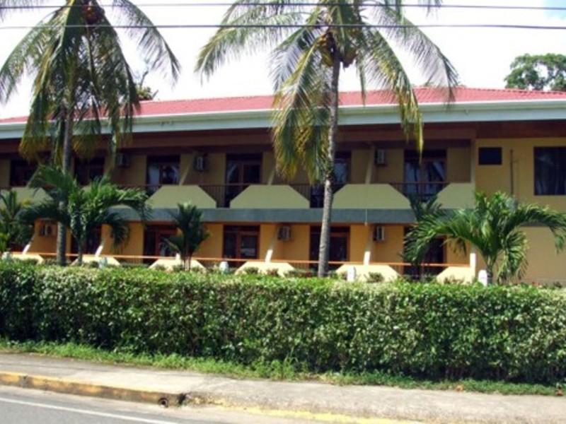 - BEACH FRONT HOTEL IN MANUEL ANTONIO