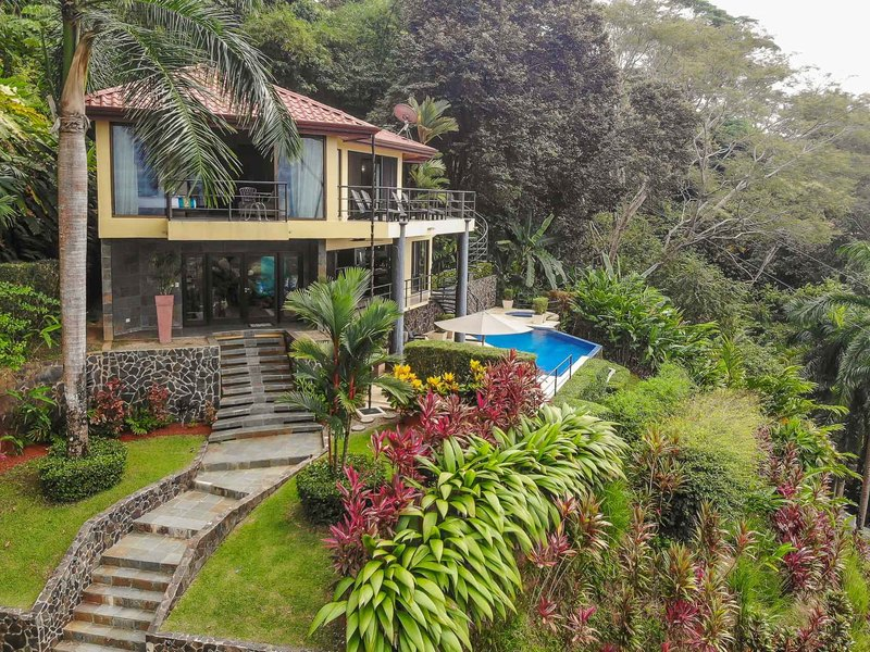 - Luxurious Villa Buena Vista