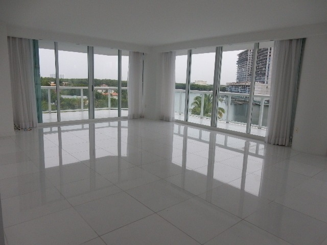 16500 COLLINS AVE SUNNY ISLES FLORIDA 33160