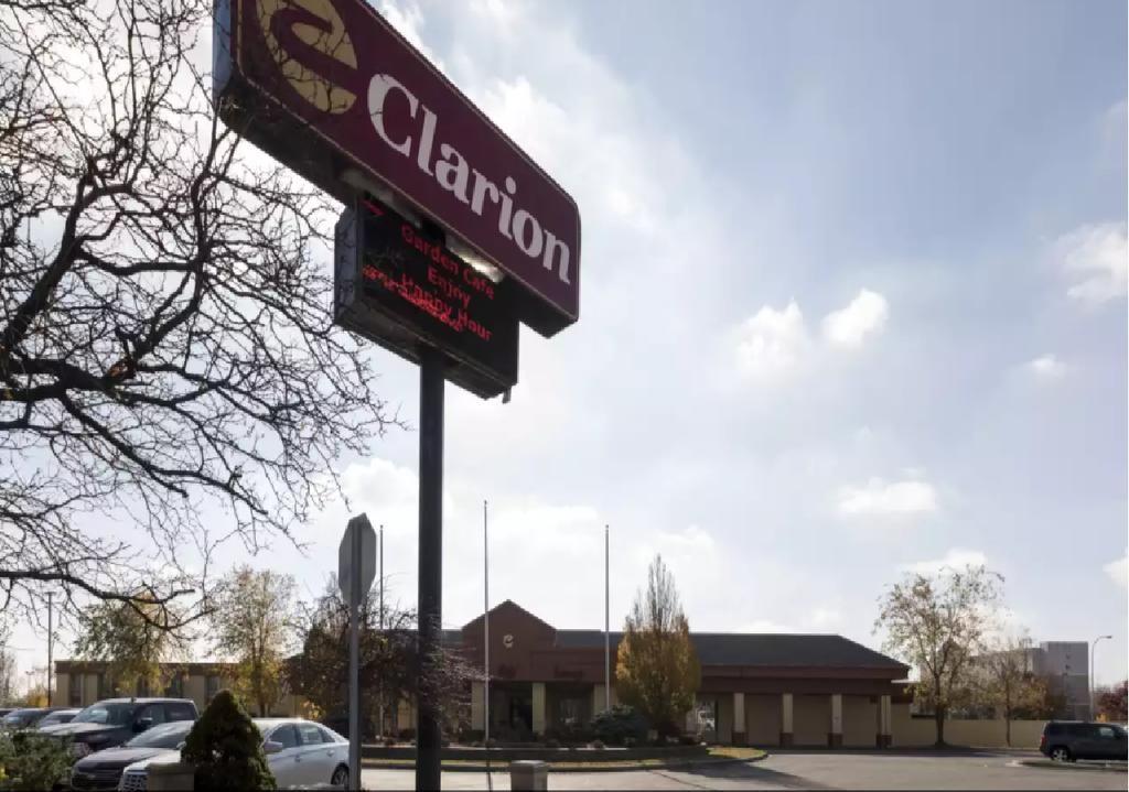 Clarion Hotel Detroit Metro