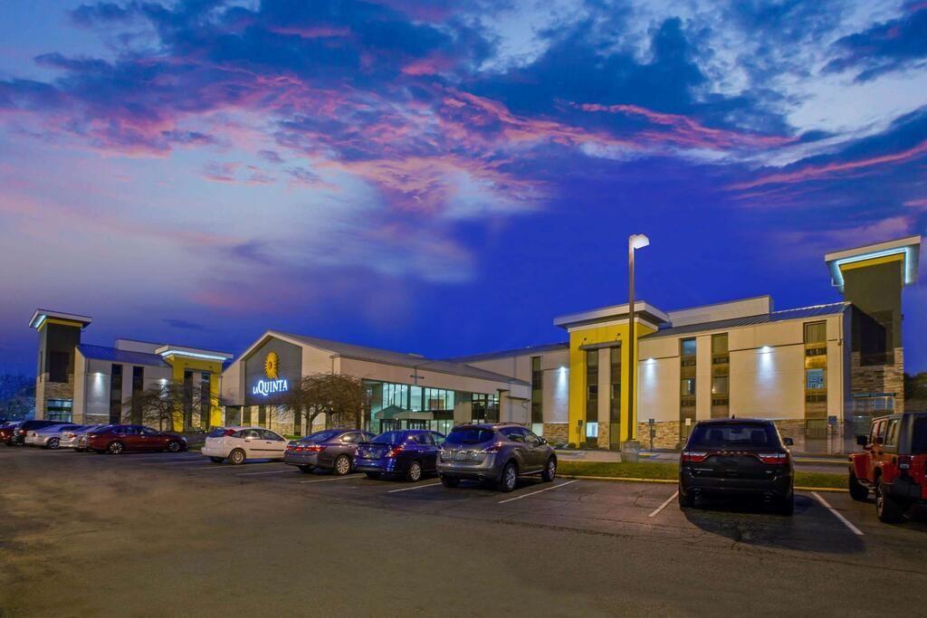 La Quinta Inn and Suites Detroit-Airport