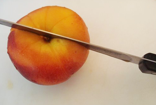 slicing stone fruit