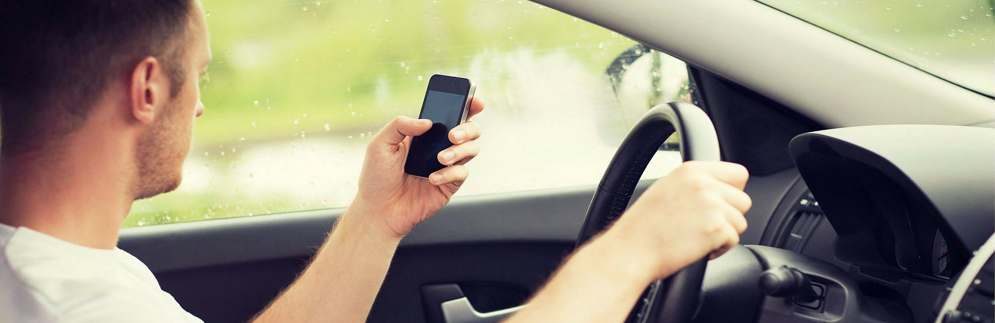 Peligros de conducir con celular