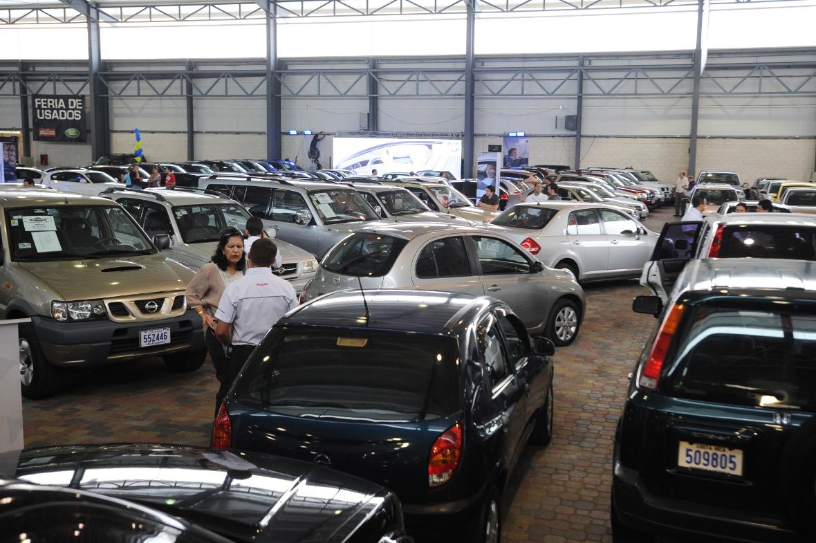 Feria de autos usados en predregal tomada el 09-05-2012 foto José Rivera