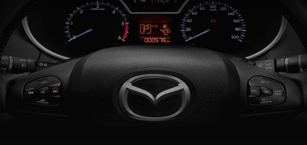 Mandos al volante de la nueva Mazda BT-50.