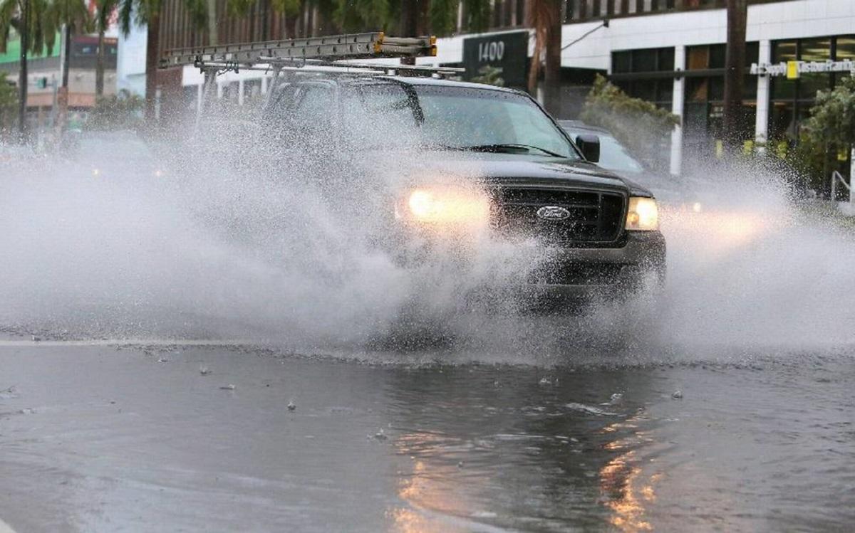 |Lo primero que debes hacer es mantener la calma.|El agua no solo puede afectar el motor; sino también el sistema de frenos.