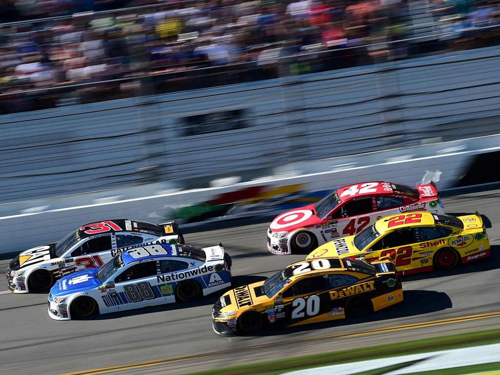 NASCAR regresa a Dayton este sábado para su segunda carrera anual dentro del calendario.|Le tomó 16 competencias a Kevin Harvick para triunfar por primera vez con Ford en Cup.|Kyle Busch se ha quedado cerca de ganar en múltiples ocasiones