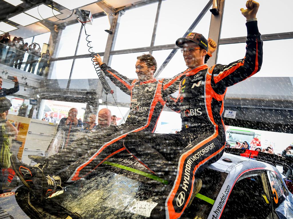 Thierry Neuville venció a Ott Tanak para ganar por tercera vez en el WRC|Latvala sigue mostrando el progreso de Toyota en condiciones adversas y cambiantes.|Tanak fue uno de los protagonistas del evento