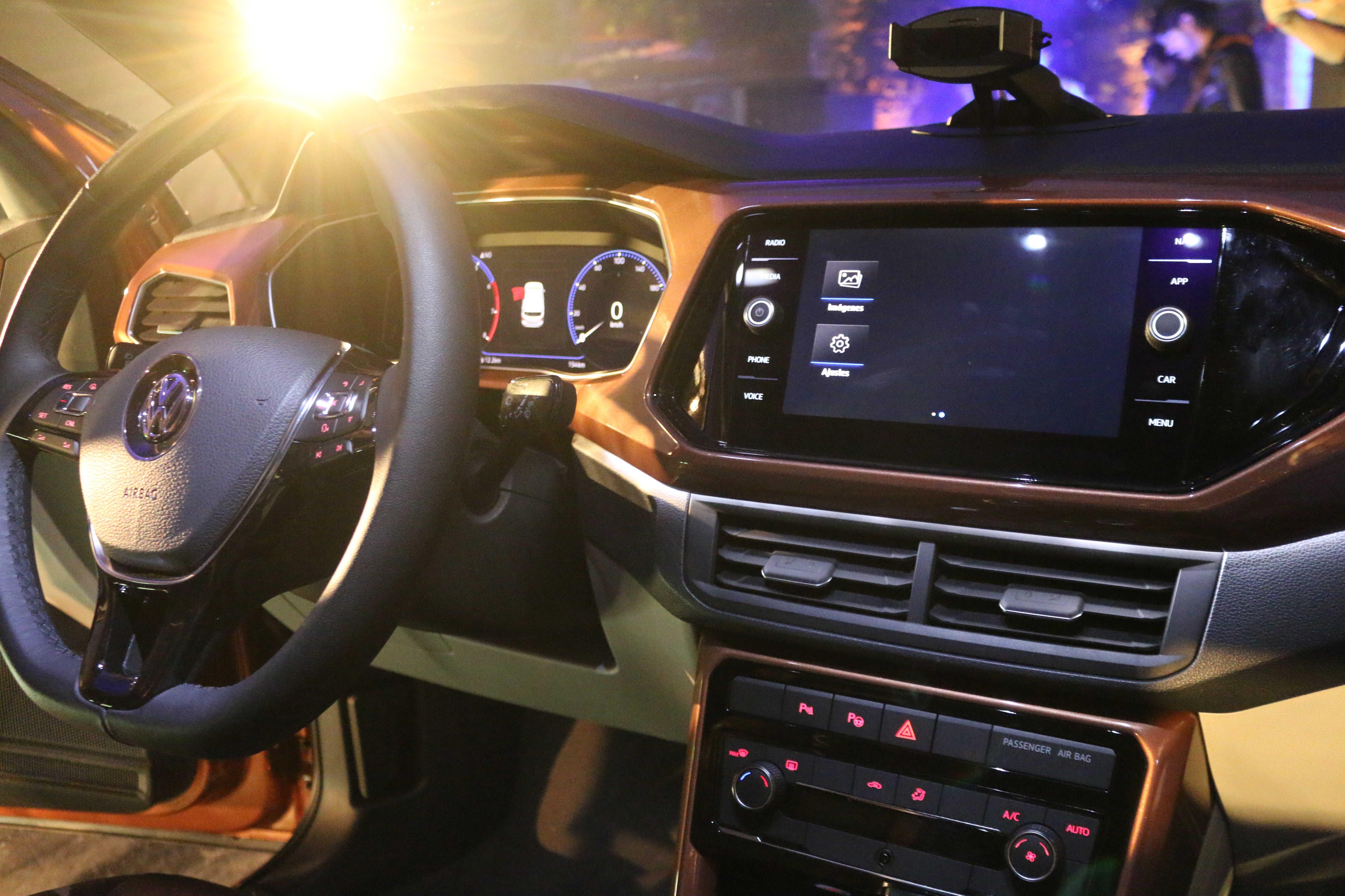 cuadro de instrumentos completamente digital en volkswagen t-cross 2020