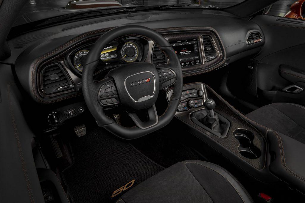 Dodge Challenger 50 Aniversario 2020 interior