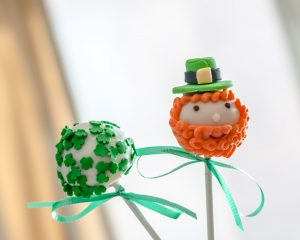 leprechaun and shamrock decorated cake pop