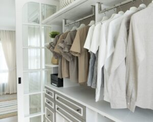 Enjoy the Benefits of a Capsule Wardrobe