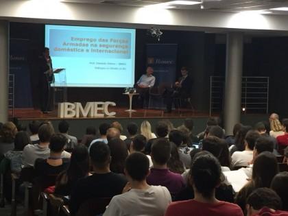 Especialistas debatem intervenção e militarização dasegurança pública no Ibmec