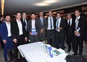 Professores do Ibmec realizam lançamento de livro, em São Paulo