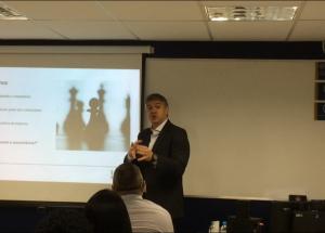 Ibmec/DF recebe headhunter Dennis Del Cioppo de Mello em aula magna