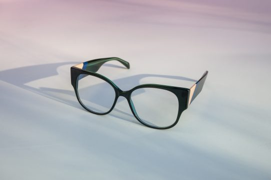 HIGH-IMPACT GLAMOUR WITH MAJE SPECS