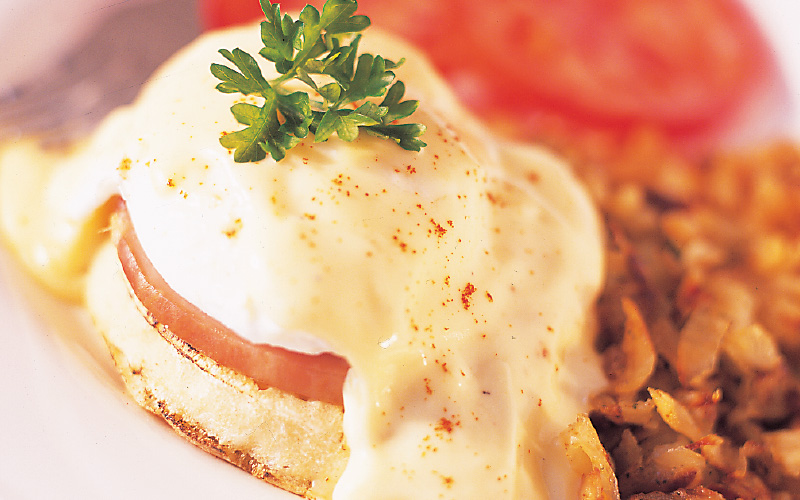Eggs Benedict with Sautéed Hash Browns