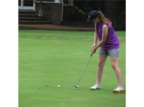 Meghan making a putt
