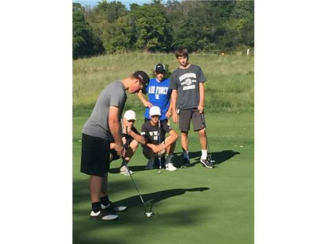Pressure Putt for JT as his team looks on...