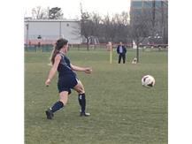 Maggie Zielonka turns to pass to a teammate