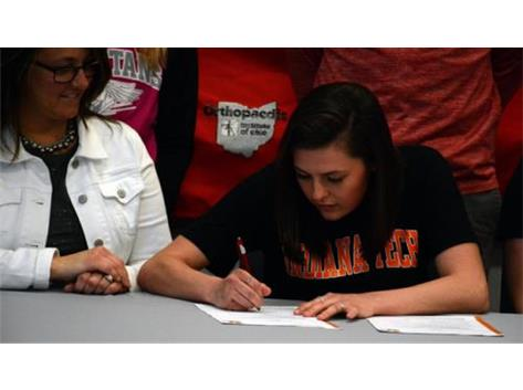 Mara Zell will play volleyball at Indiana Tech next year.