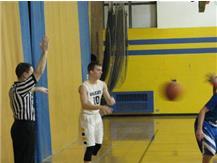 Steven Zanders in bounding the ball