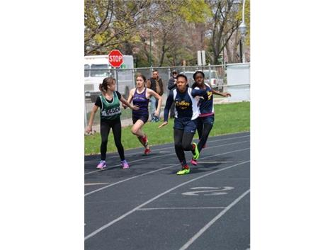 400m relay - Jada Williams to Kaja Vaughns