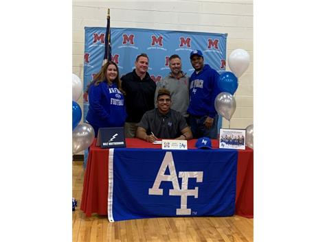 Congratulations to Jayden Thiergood who signed his Letter of Intent (Football) to attend the United States Air Force Academy.
