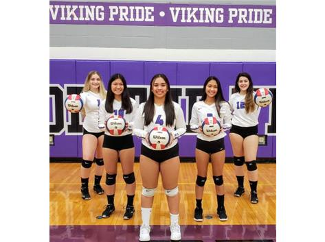 Seniors 2019  Niles North Girls Varsity Volleyball