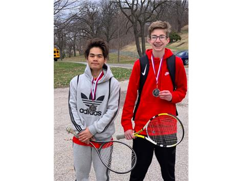Congratulations to Eh and Ian for earning 2nd place medals at the 2019 Moline JV invite for the number 2 doubles bracket!