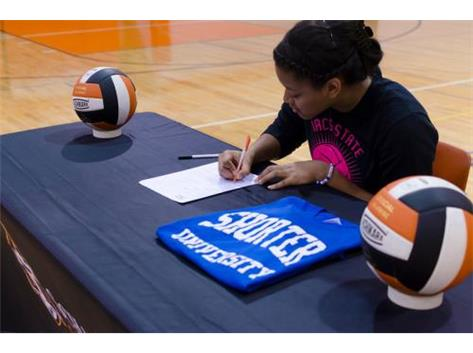Jada Sharp signs to play volleyball for Division II Shorter University