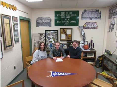 Keegan White signs with Taylor University to play Golf.