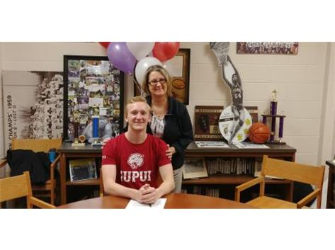 Riley Lohse signs with IUPUI for swimming.
