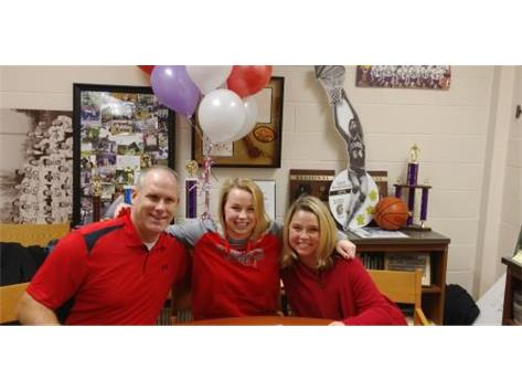 Sarah Hein signs with Illinois State for swimming.