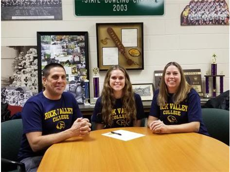 Faith Reynolds signs with Rock Valley College to play Volleyball and Softball.