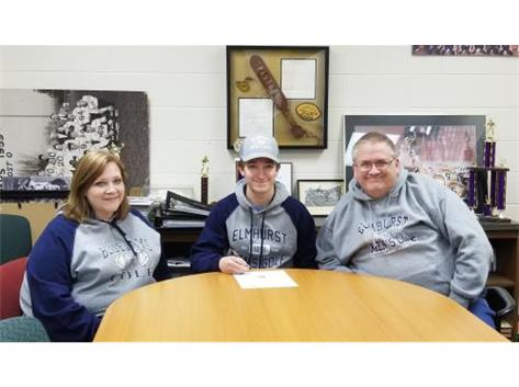 Iain Purdom signs with Elmhurst College to play golf.