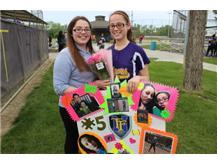 Junior Esmeralda Alvarez Shows Support For Her Sister, Senior Teresa Alvarez