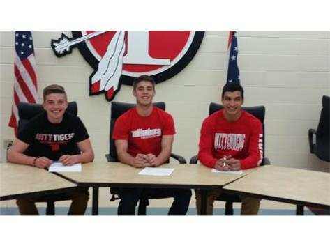 Austin Lewis, Bradley Thomas, Alberto Zaragoza sign to play soccer at Wittenberg