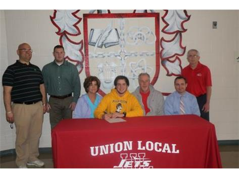 Jarret Causby signs his Letter of Intent to golf at Alderson Broaddus University