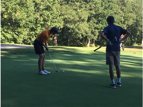 Matt Horner shoots a 39 with help of his making this putt.