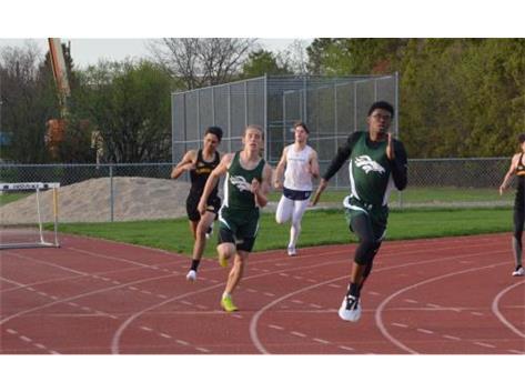 Xavier Skinner and Jacob Czubernat leading the 400m