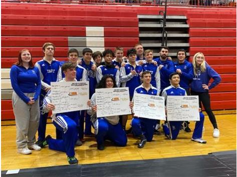 Wrestling advances a record 10 guys to Sectionals!