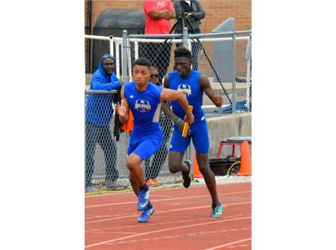 Successful handoff in the JV 4x400m relay