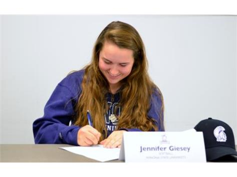 Jen Geisey signing LOI to play softball at Winona State!